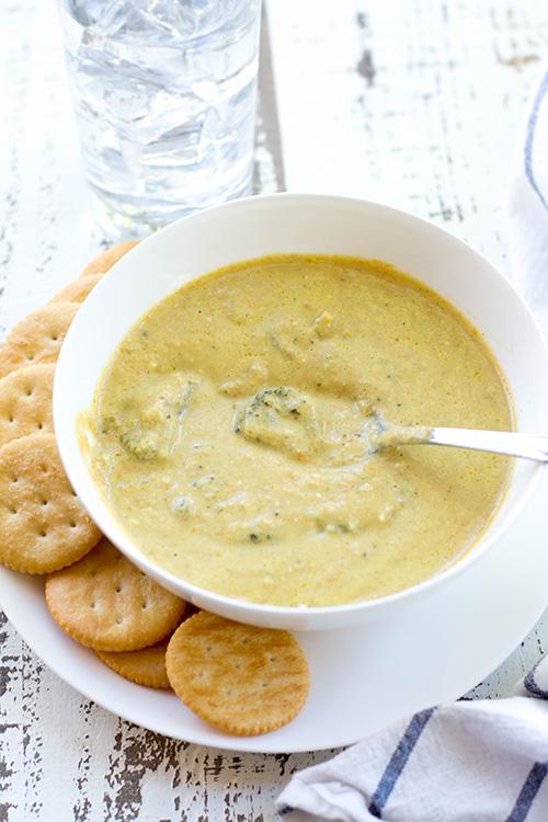 Easy and Healthy Crockpot Broccoli Cheddar Soup (Panera Copycat ...